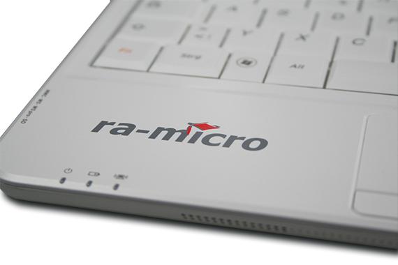 laptop-gravur-ra-micro-logo-druck