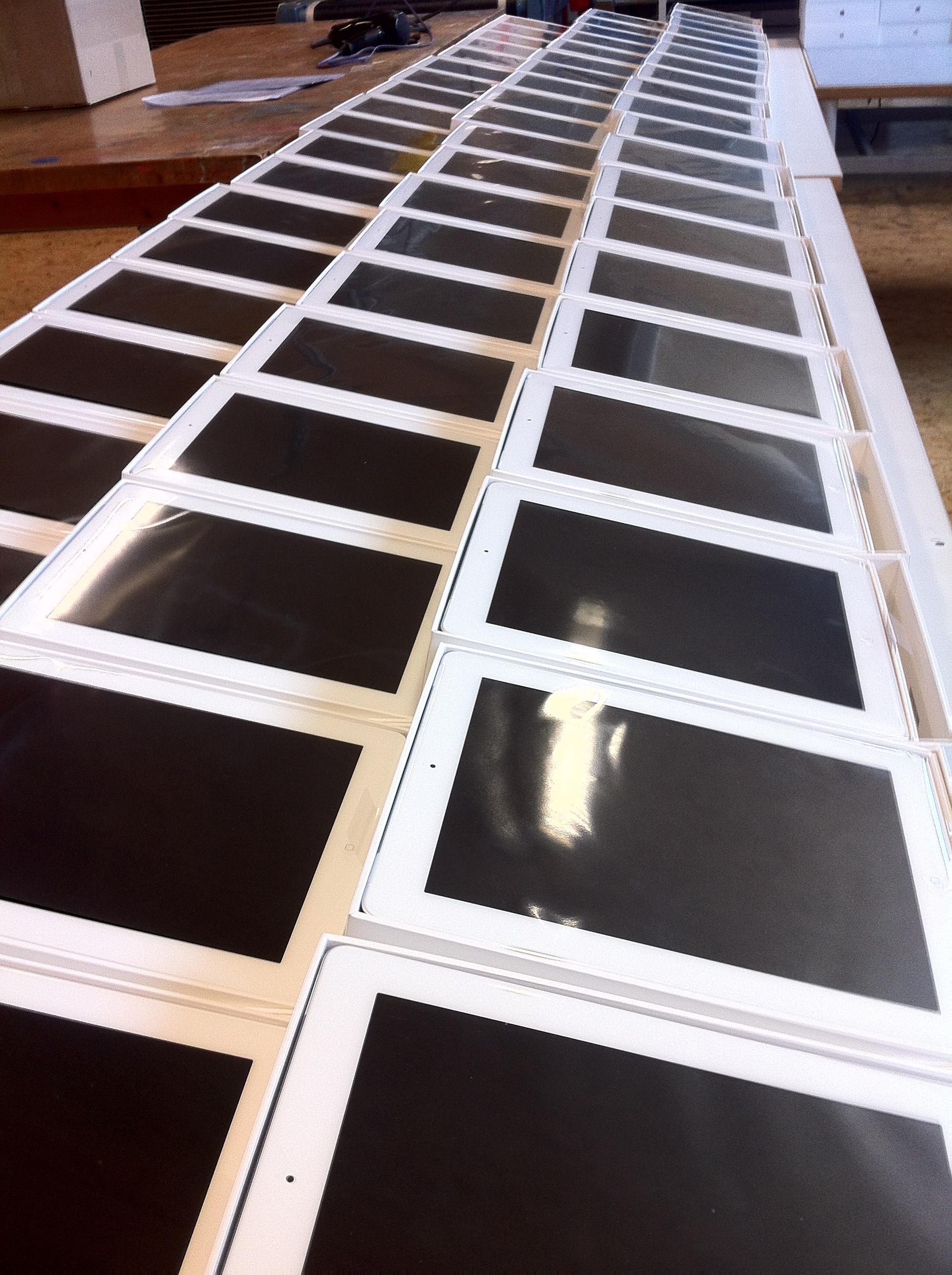 iPads aufgereiht in Produktion