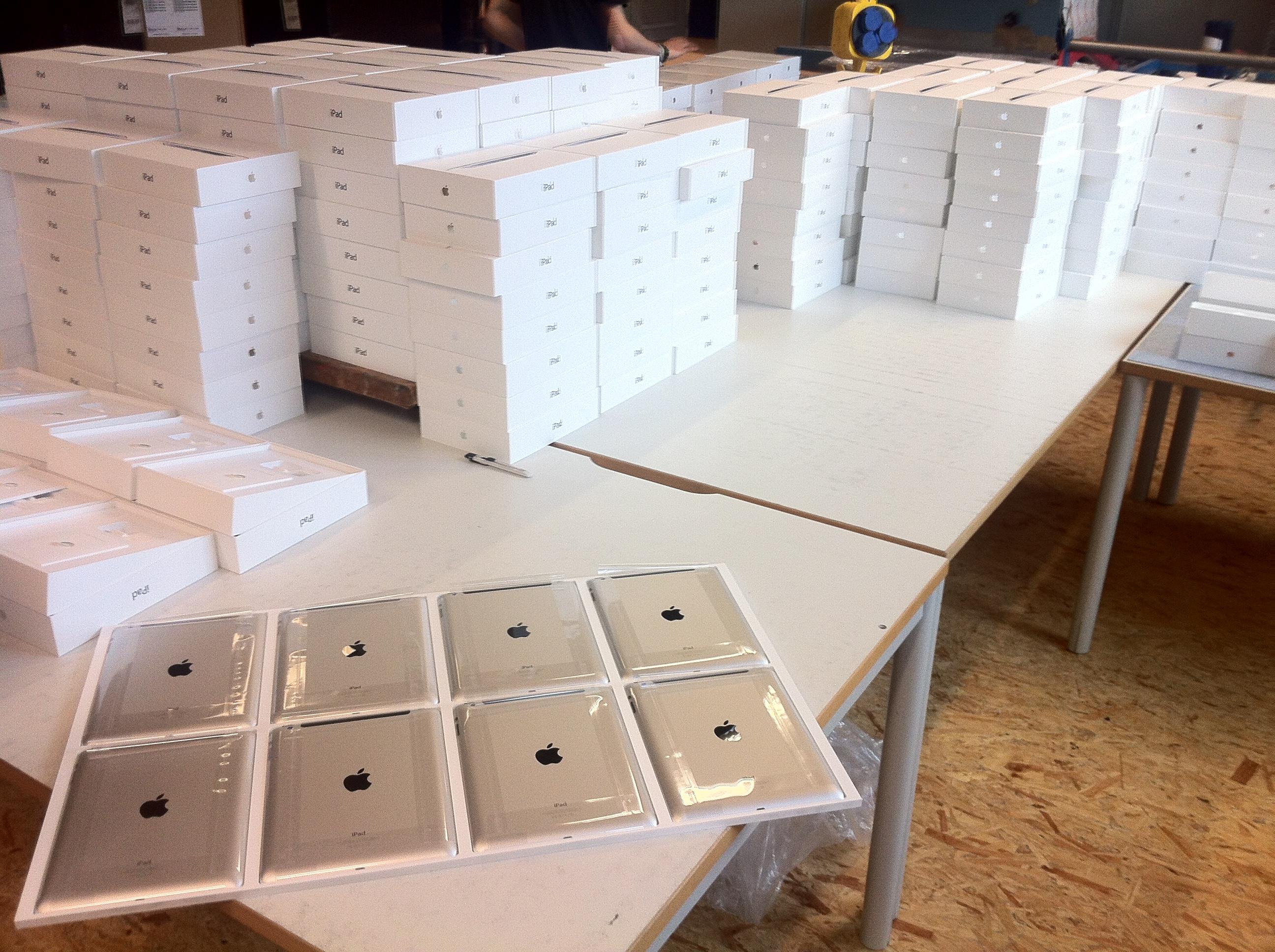 iPads gestapelt in Produktion