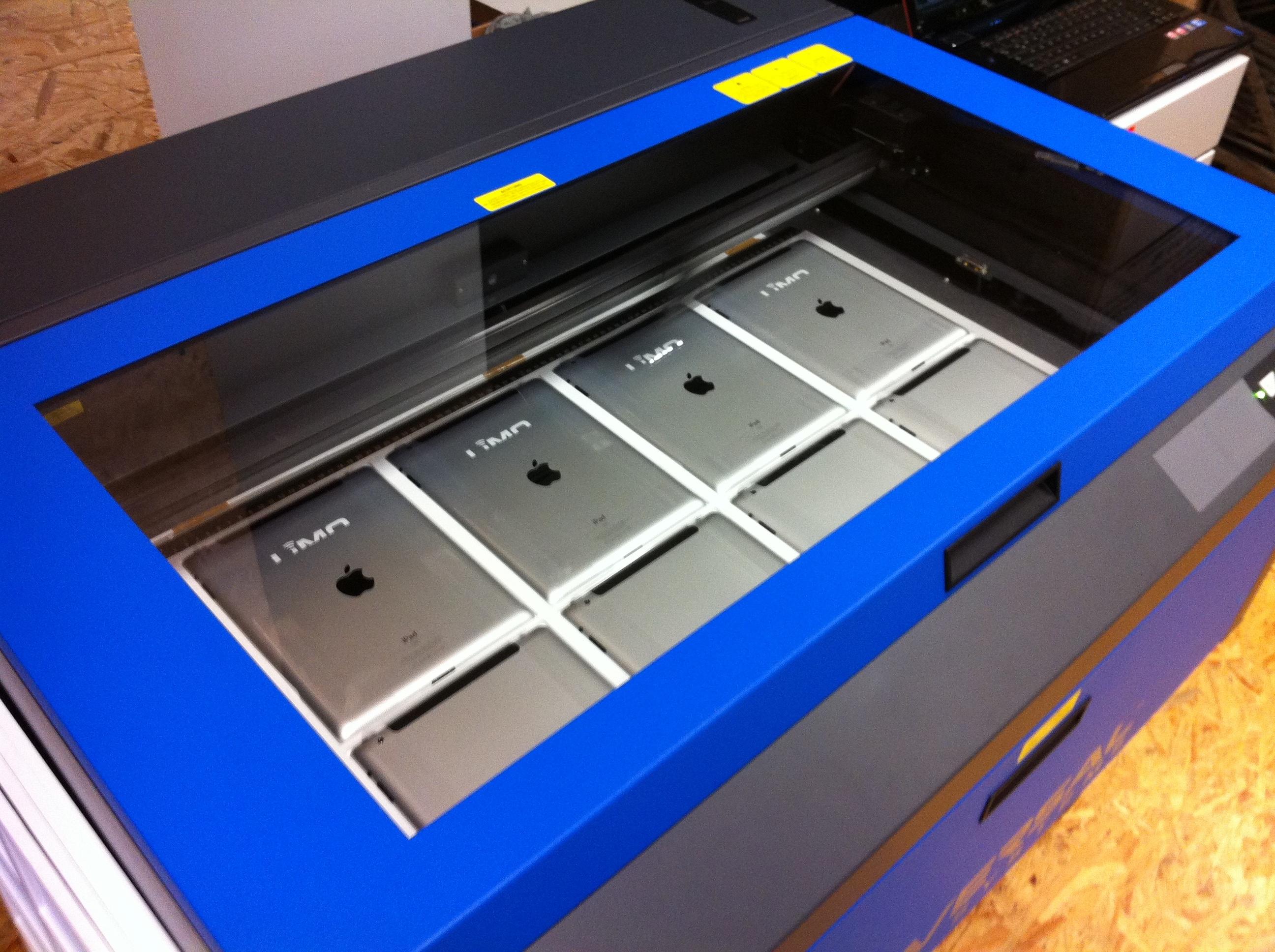 iPad in Laser Gravur Maschine