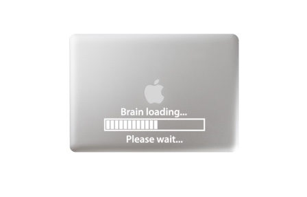 apple-mac-macbook-pro-air-laser-engraving-engraved-tattoo-gravur-graviert-gravieren-brain-loading-lustig-funny-cute-niedlich