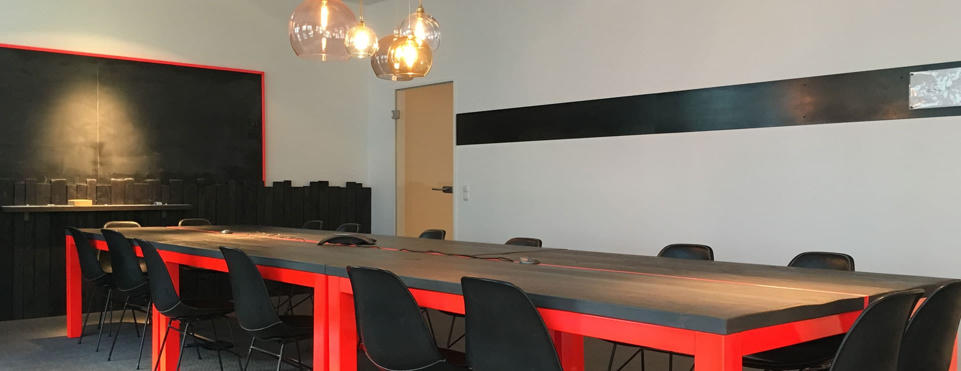 Brand-it office conference room Brand.it GmbH Büro Räumlichkeiten Konferenzraum